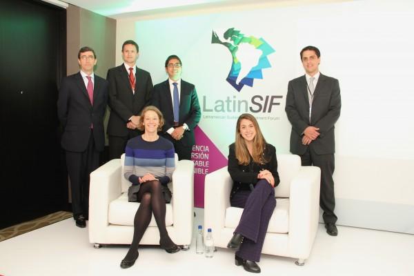 Clockwise from back left: Juan Pablo Córdoba (CEO of the BVC), Nicolás Almazán (BCS), Carlos Barrios (BVC), Edgar Hanna (BMV), Luiza Junqueira (BM&FBOVESPA), Sarah Bostwick (SSE).